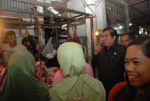 Wakil Ketua DPRD Sumsel, M. Yansuri  Bersama  Tim Operasi Pasar
