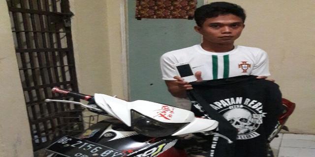 Tidak Patut Dicontoh, Pemuda ini Curi Kotak Amal Masjid, Aksinya Terekam CCTV