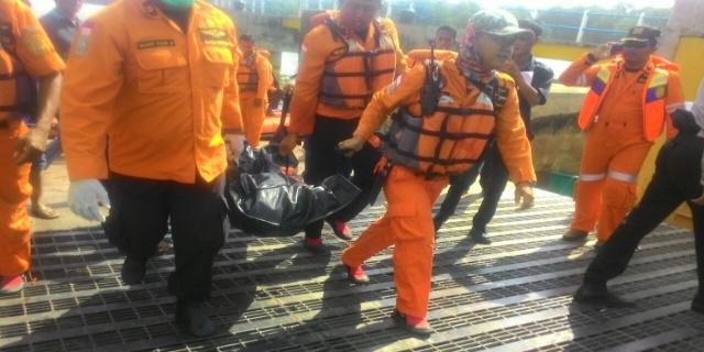 Tim gabungan Basarnas Kota Palembang dan Kabupaten Banyuasin, serta Satpolair Polres Banyuasin berhasil menemukan orang hilang di perairan Banyuasin Sabtu (21/01/17).