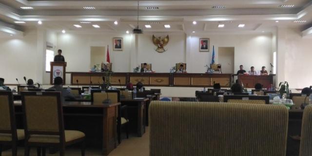 Rapat Paripurna DPRD kota Pagaralam. dengan agenda Mendengarkan Hasil Pembahasan Badan Pembentukan Peraturan Daerah (Bapemperda) terhadap Raperda Kota Pagaralam Tahun 2017. Rabu (29/03/17)