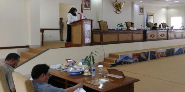 Rapat Paripurna DPRD kota Pagaralam dalam agenda jawaban Walikota terhadap pandangan umum fraksi-fraksi DPRD atas Laporan Keterangan Pertanggung jawaban (LKPJ) walikota. Selasa (11/04/17).