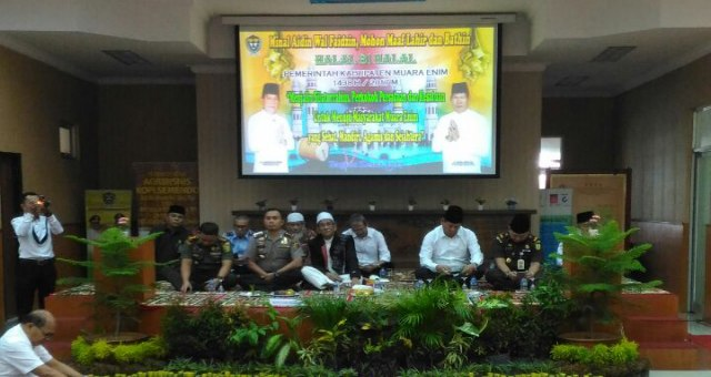 Wakil Muara Enim H Nurul Aman bersama tamu undangan lainnya