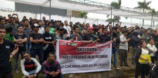 Setelah Sopir Angkut Konvensional, Kini Giliran Komunitas Transportasi Online melakukan unjuk rasa