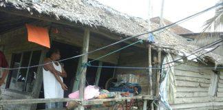 Dua Keluarga Tinggal di Rumah Nyaris Ambruk, Butuh Perhatian Pemerintah
