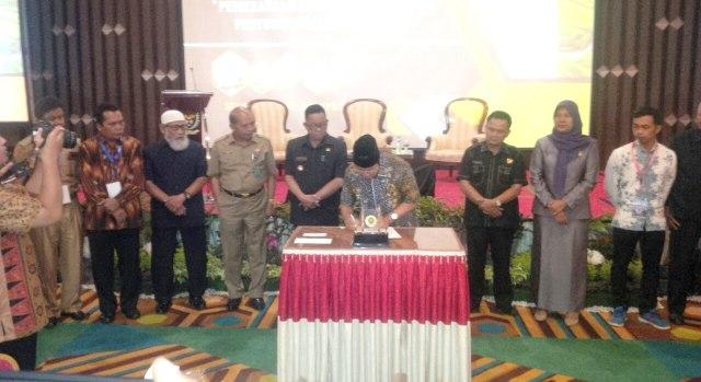 Bupati Muara Enim Ir Muzakir Sai Sohar tandatangani Musrenbang 2018 dan RKPD 2019