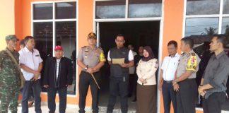 Agus Supriyanto Divisi Logistik KPU Banyuasin memberi sambutan dalam acara serah terima surat suara di KPU Banyuasin