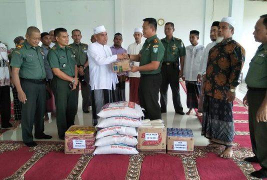 Kodim Aceh Jaya Memberikan Bingkisan Lebaran Ke Pesantren Darul Abrar