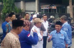 Datangi Demokrat Cirebon, Komedian Qomar Resmi Daftar Bakal Calon Bupati