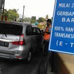 Transaksi Non Tunai Di uji Coba Di Gerbang Tol Baros. Ini yang Terjadi