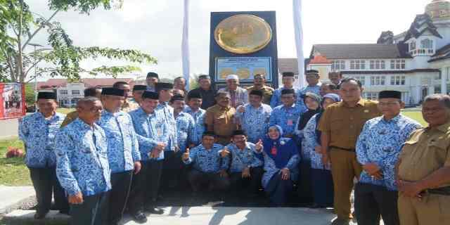 Bupati Aceh Jaya, meresmikan Monumen Anugerah Dana Rakca
