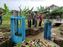 Bupati Aceh Jaya Teuku Irfan TB. Saat meninjau pompanisasi yang dibangun tahun 2016 yang hingga saat ini belum berfungsi. di Gampong Sapek, Pantee Kuyun dan Gunong Meunasah, Kecamatan Setia Bakti Minggu (12/08/218).