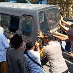Aksi Dorong Angkot, Polisi Berpangkat AKBP Jadi Perhatian Masyarakat