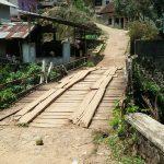 Jembatan Penghubung Dua Desa Di Cisompet Rusak Parah. Mau Tunggu Ada Korban ?