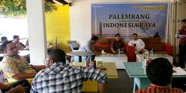 "Forum Silaturrahmi Sumsel dan Palembang Brothers (FSS&PB) mengggelar diskusi yang bertema ""Palembang Inspirasi untuk Indonesia Raya"",di Pempek Beringin lantai II Jalan Rajawali, Kamis, (2/2/2017)."