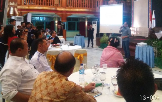 Kepala SKK Migas Sumatera Bagian Selatan Adiyanto Agus Handoyo membuka kegiatan media gathering di pesona hotel Senin (14/08/18)
