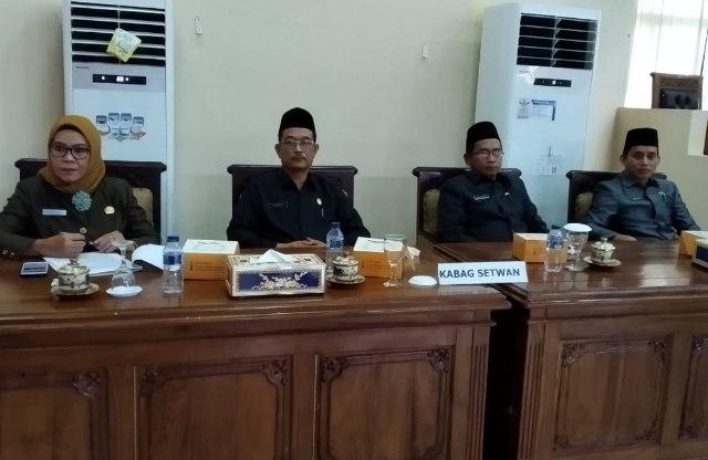 Plt Kepala Bagian Persidangan Ida Bahagia (kiri) Kepala Bagian Umum sertwan kabupaten Banyuasin (kanan)