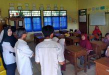 Tampak wali murid melaporkan oknum guru HL ke pihak sekolah terkait pelecehan seksual yang dilakukannya.