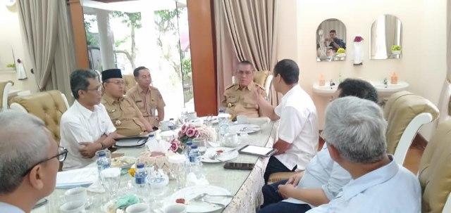 Suasana Coffe Morning antara Bupati Ir H Ahmad Yani MM dan Wabup H Juarsah SH dengan jajaran Direksi PT BA di Balai Agung Serasan Sekundang (BASS) Muara Enim, Selasa (11/06/2019).
