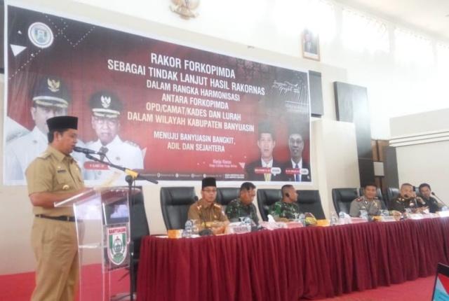 Bupati Banyuasin H. Askolani SH. MH.. Member Sambutan dalam acara Rakor Forkopimda Banyuasin di Graha Sedulang setudung, Selasa. (3/12/19).