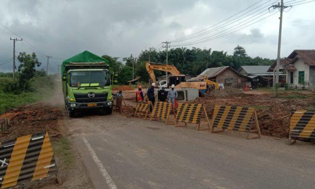 pemasangan Box culvert di Jalan Betung - Peninggalan Desa Srigunung Km123 Kecamatan Sungai Lilin Kabupaten Musi Banyuasin