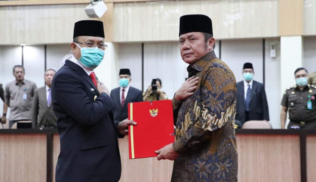 Gubernur Sumsel H Herman Deru menandatangani penyerahan SK Plt Bupati Muara Enim dari Kemendagri