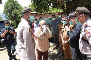 Bupati Pandeglang Turun Langsung Penyemprotan Disinfektan Di Kecamatan Saketi